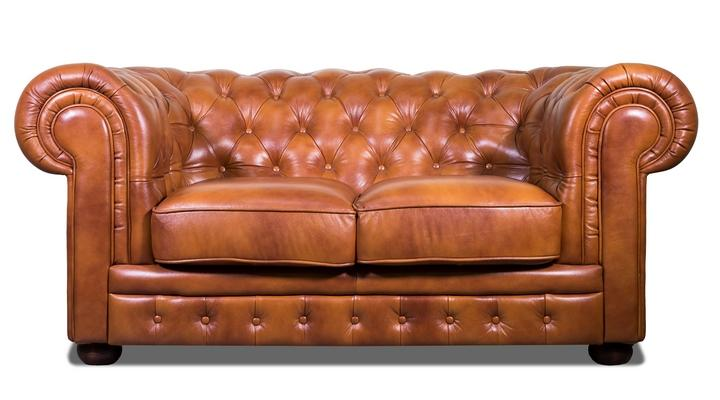 Кожаный двухместный диван Честер Классик